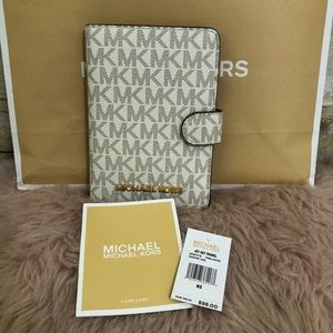 Michael Kors Jet Set Passport Case